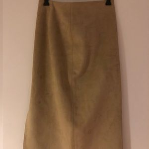 Sand pencil skirt with slit